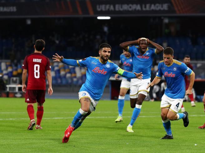 Napoli-Legia, il gol capolavoro di Insigne: al volo di controbalzo