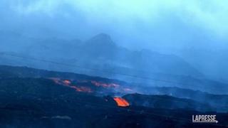 Canarie, dal Cumbre Vieja scendono fiumi di lava incandescente