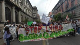 Napoli, tornano in piazza i ragazzi di Fridays for Future