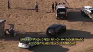 Tragedia sul set, la chiamata al 911: «Hanno sparato accidentalmente a due persone, serve aiuto»