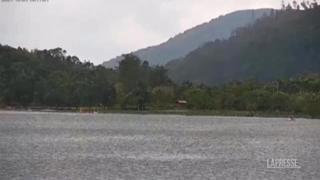 Terremoto a Taiwan: la camera puntata sul lago inizia a tremare