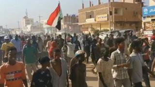 Sudan, manifestante invita i cittadini a scendere per le strade della capitale