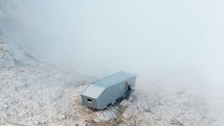 Vorreste dormire qui? Lo straordinario bivacco a 2670 metri sulle Dolomiti Bellunesi