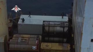 Russia, i marine in azione per difendere una nave cargo dai pirati