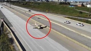 Canada, problemi in volo con l'aereo: il pilota atterra d'emergenza in autostrada