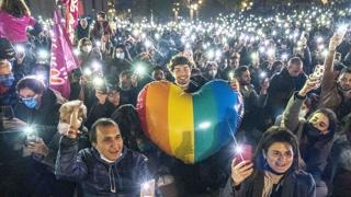 «Molto più di Zan», da Roma a Milano scende in Piazza il popolo arcobaleno