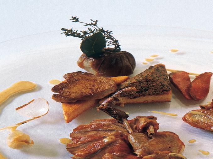 Piccioni al forno in crema di fegato d'oca e aglio dolce