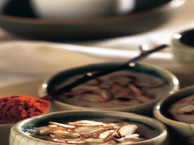 Crema alle mandorle con salsa speziata