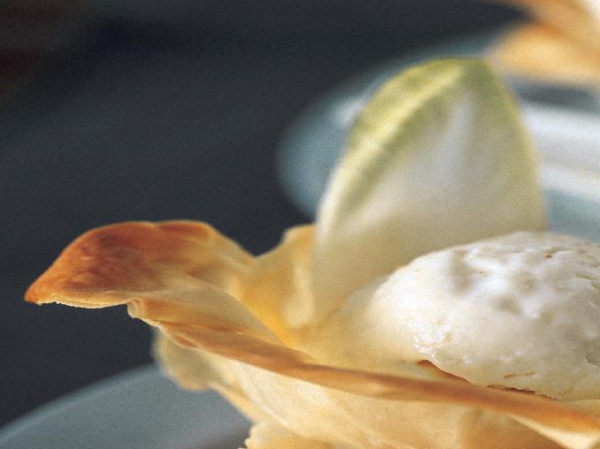 Cestinetti croccanti con gelato al Camembert