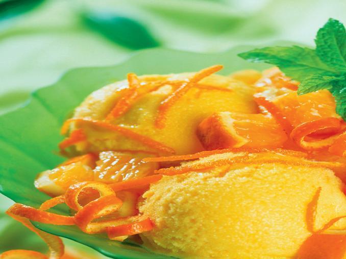 Gelato di vaniglia al profumo di spezie e arancia