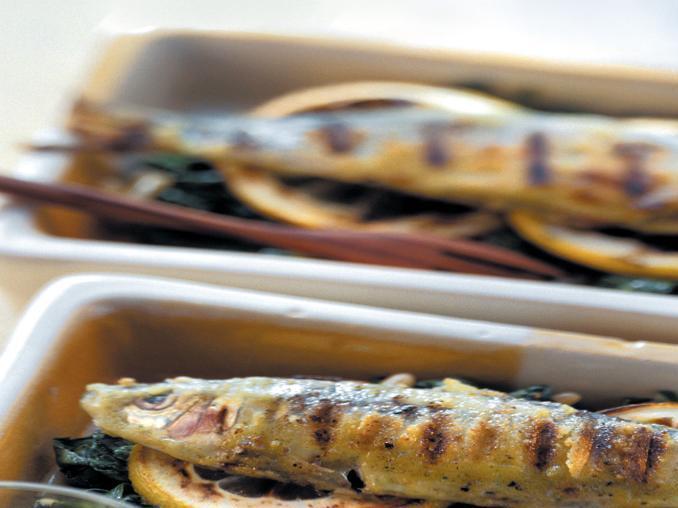 Sardine grigliate con bietole e limoni arrostiti