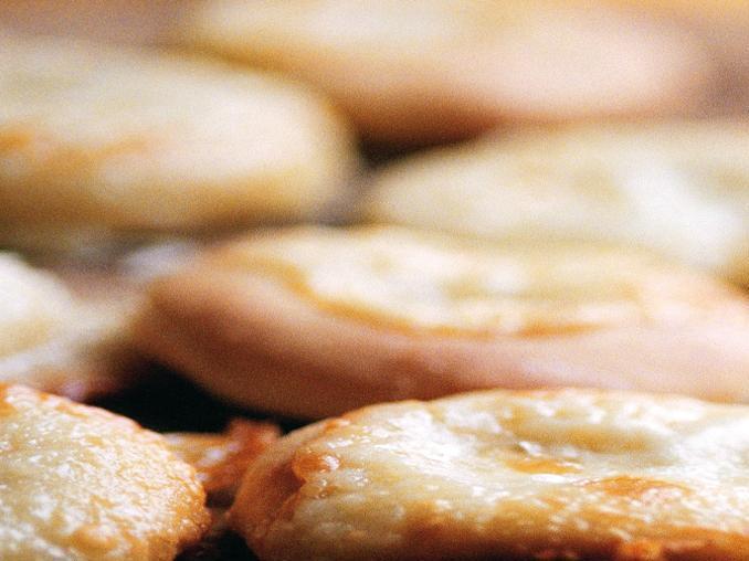 Dischi di taleggio fritti