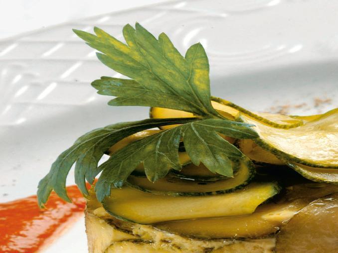 Sformatini di zucchine con salsa di peperoni