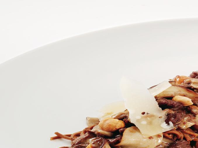 Tagliolini al cioccolato con ragù di cinghiale e porcini
