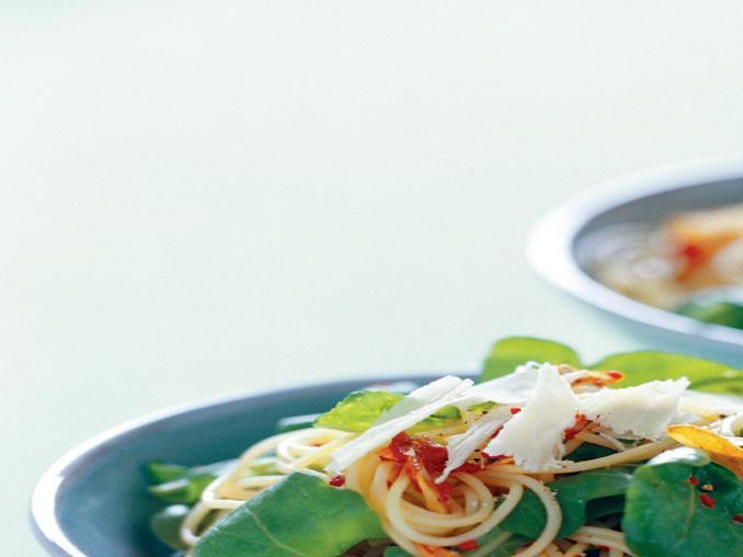 Spaghetti con aglio, peperoncino e rucola