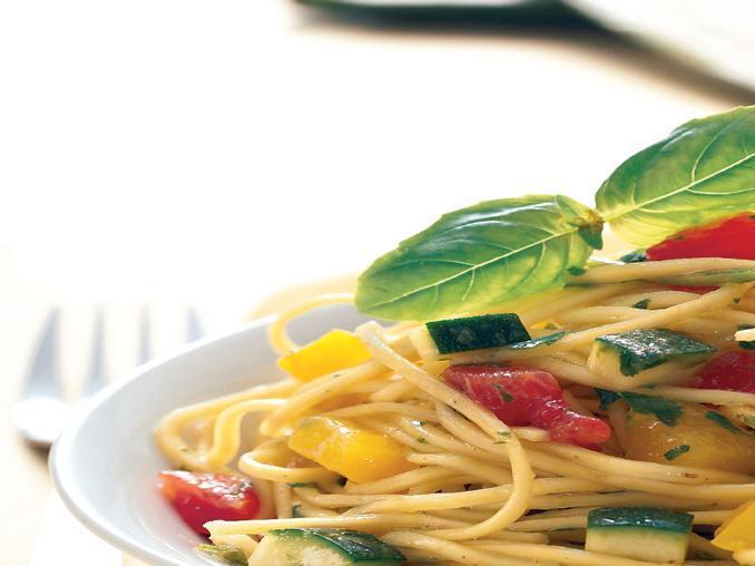 Spaghettini con verdure di stagione