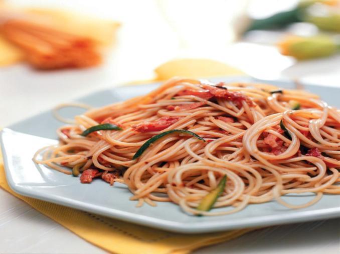 Spaghetti con trota affumicata