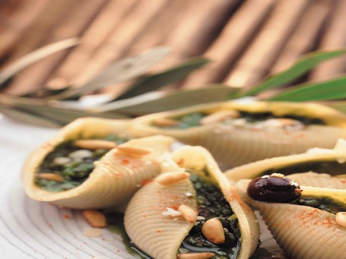 Conchiglioni ripieni di pesto alla rucola e olive