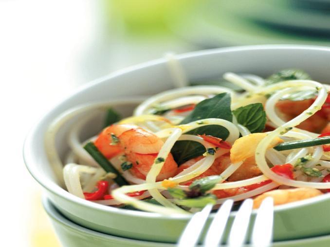Insalata di pasta con salsa asiatica e gamberetti