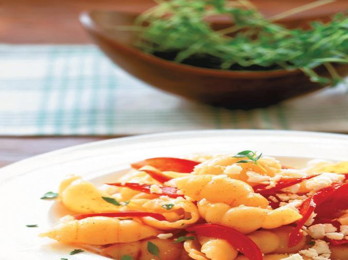 Pasta con peperoni, ricotta e timo