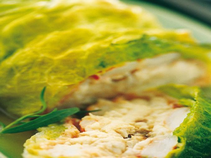 Rotolo di branzino e salmone affumicato alla verza