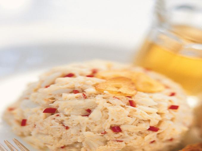 Insalata di granchio con aglio e peperone