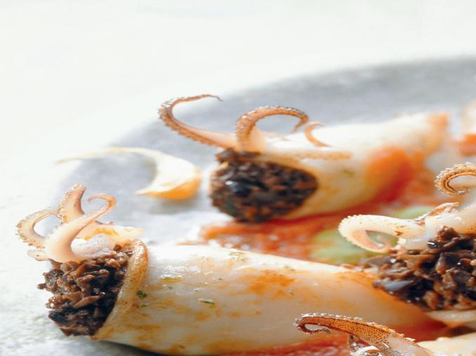 Calamari ripieni di olive e capperi