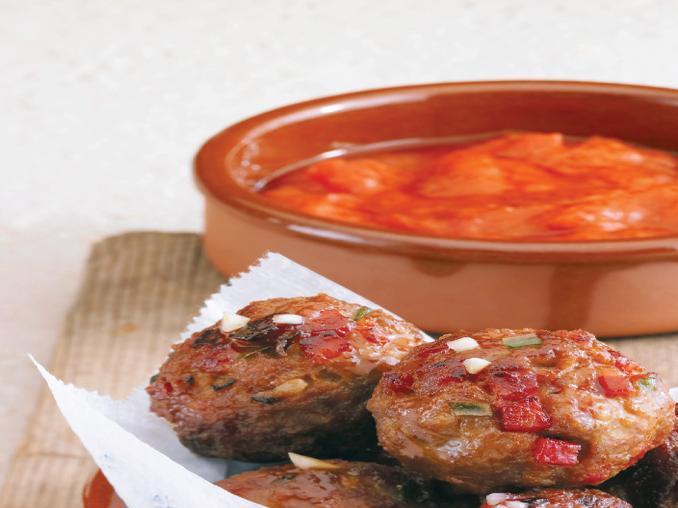 Polpettine ai pinoli con salsa di pomodoro