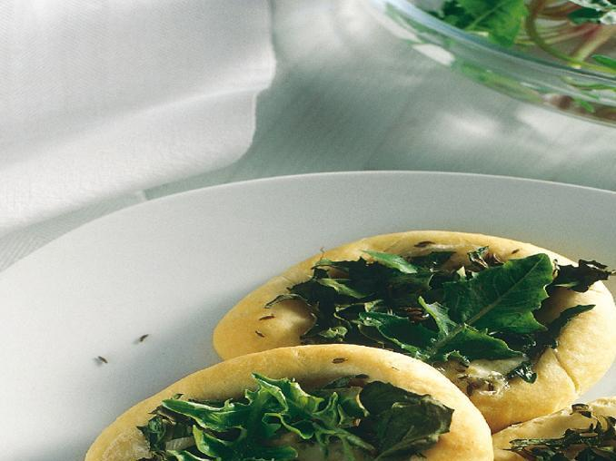 Pizzette con gorgonzola e tarassaco