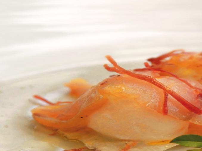 Gelato di cipolle e olio del Gerrei con pesce spada affumicato e prosciutto croccante