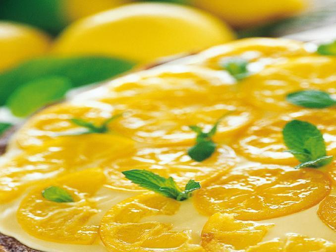 Torta al limone farcita al limoncello