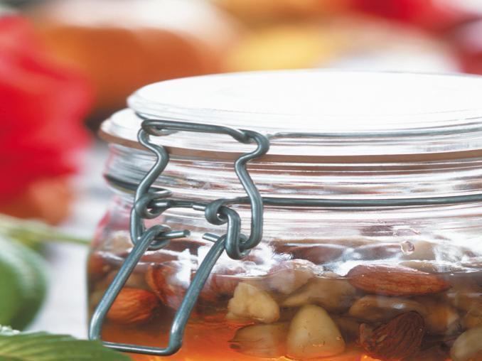 Miele con mandorle e castagne