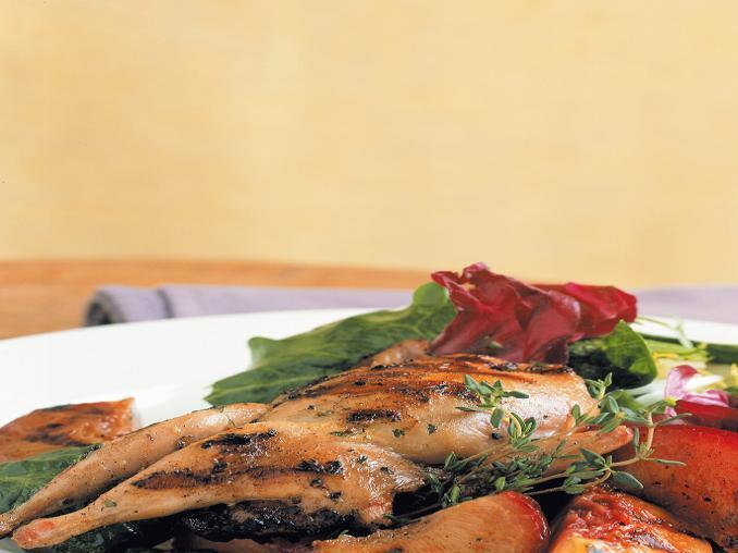 Quaglie con insalata di spinaci e radicchio