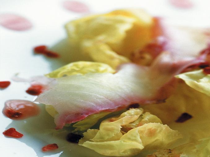 Carpaccio di rana pescatrice ai lamponi selvatici e il loro distillato