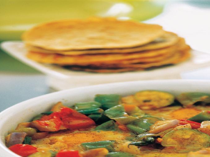 Teglia di verdure e uova con frittelle di ceci