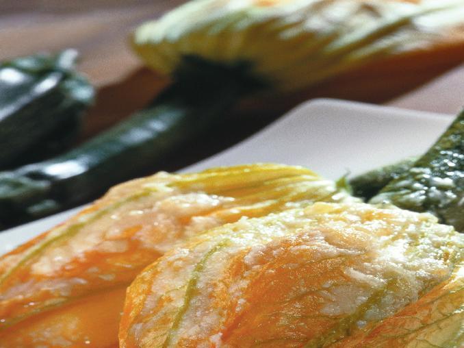 Fiori di zucchina ripieni e fritti