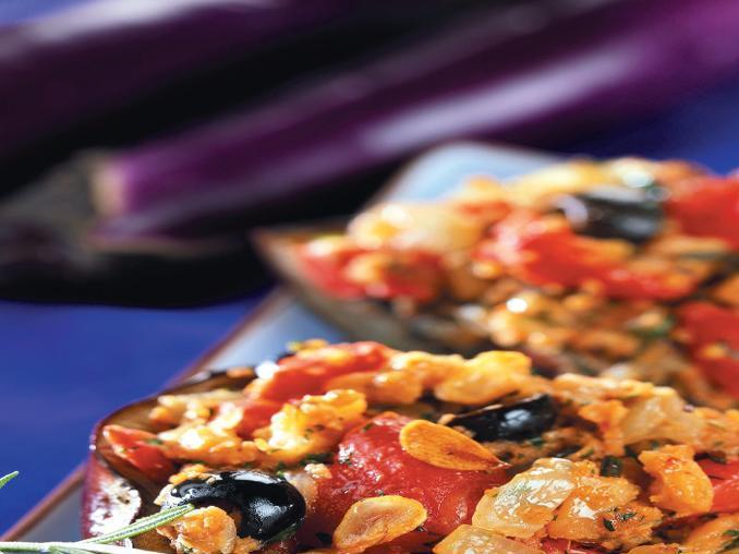 Melanzane ripiene di pomodori e olive
