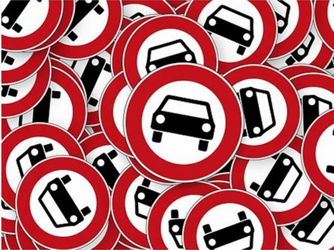 Calendario 2020 Divieti Mezzi Pesanti.Auto Diesel Fino A Quando Si Potra Circolare Corriere It