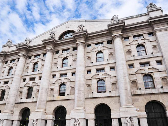 31e62aee1d Spread si raffredda dopo picco a 340 Borsa, in affanno i titoli bancari E  ora l'Europa teme il contagio - Corriere.it