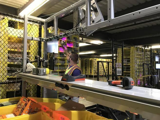 Amazon ci riprova: in arrivo il gilet con sensori per controllare i dipendenti