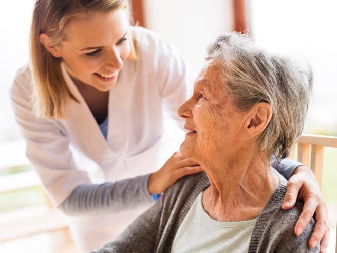 Donne caregiver, un lavoro ancora non riconosciuto