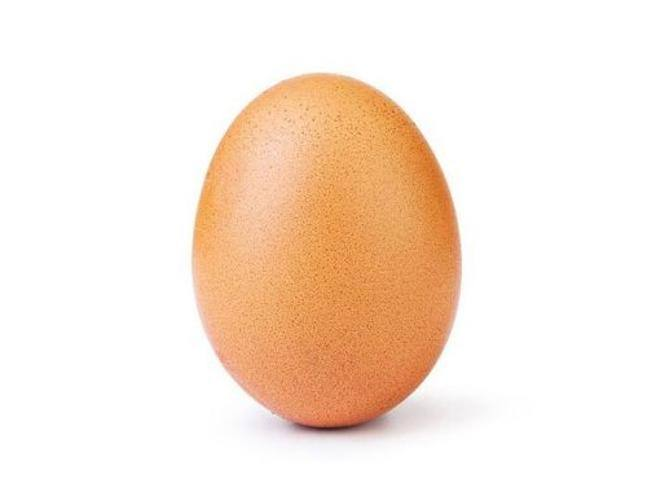 Questa è la foto con più like su Instagram: ecco come un uovo ha battuto Kylie Jenner