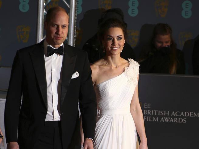 Bafta 2019, le star sfidano il freddo di Londra sul red carpet. Kate in bianco