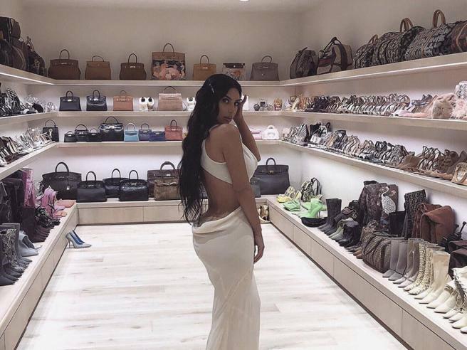 Kim Kardashian Tra Borse E Scarpe Di Lusso Ora Le Star Mostrano La Cabina Armadio Corriere It