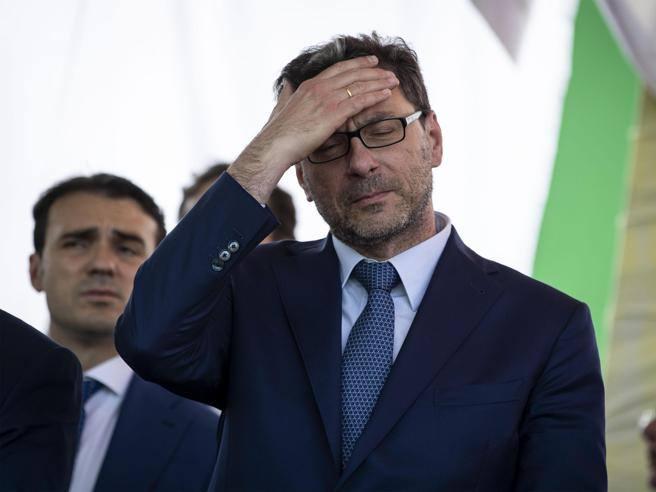 Mini-Bot, strappo di Giorgetti:«Non sono verosimili, c'è ancora chi crede a Borghi?Flat tax, lite Salvini -Di Maio