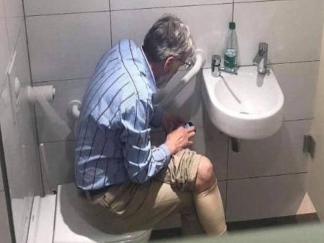 Scacchista lettone colto in flagrante mentre bara (con lo smartphone)