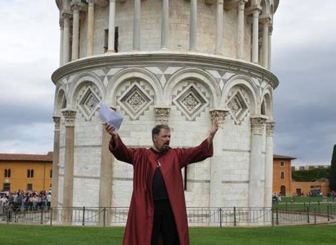 Un piombo e una piuma giù dalla Torre, Pisa ripete l'esperimento di Galileo