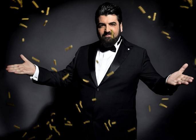 Antonino Cannavacciuolo, da chef a «tenore»: ora debutta pure all'opera
