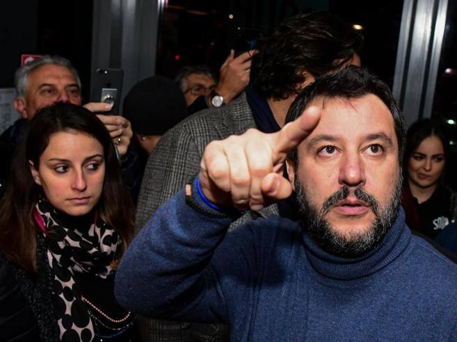 Salvini dall'arcivescovo di Bologna Zuppi: le mosse con la Chiesa - Corriere della Sera