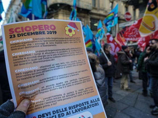 Auchan Conad Lavoratori In Sciopero Contro Gli Esuberi Massiccia Adesione Corriere It